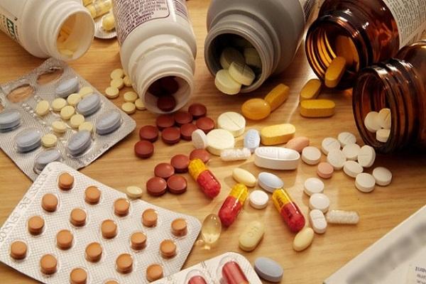 Không tự ý mua thuốc tự điều trị ra nhiều khí hư màu trắng trong