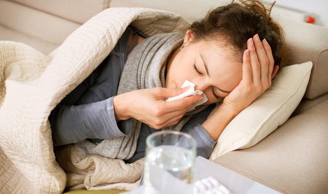 Bị ra khí hư có mùi hôi là bệnh gì
