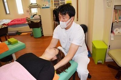 cách khắc phục cơn đau vai gáy tức thì bệnh đau vai gáy